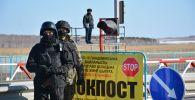 Петропавлда блок бекетте тұрған полицейлер