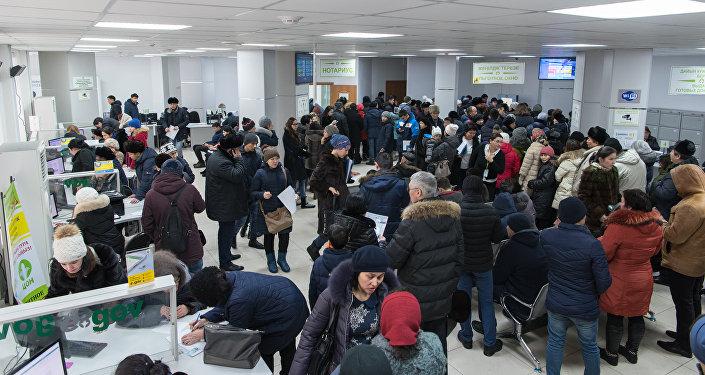 Ситуация в ЦОНах, казахстанцы оформляют временную регистрацию
