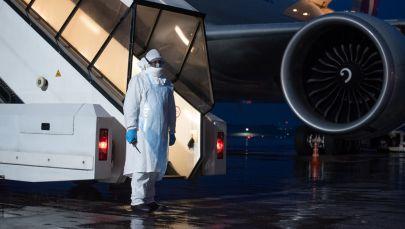 В аэропорту Алматы приземлился самолет с гуманитарной помощью