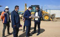 На площадке строительства инфекционного госпиталя в Алматы