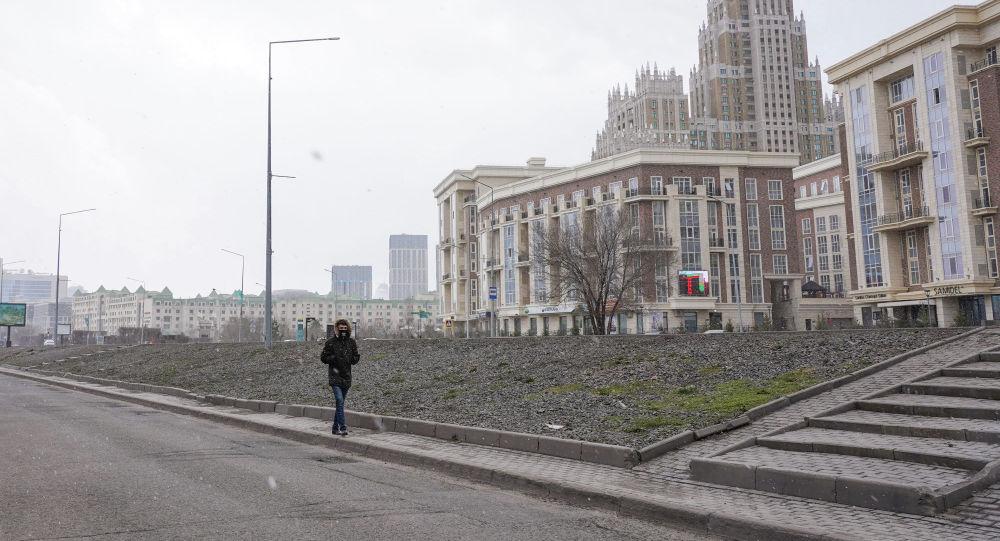 Астана көшесіндегі жалғыз адам