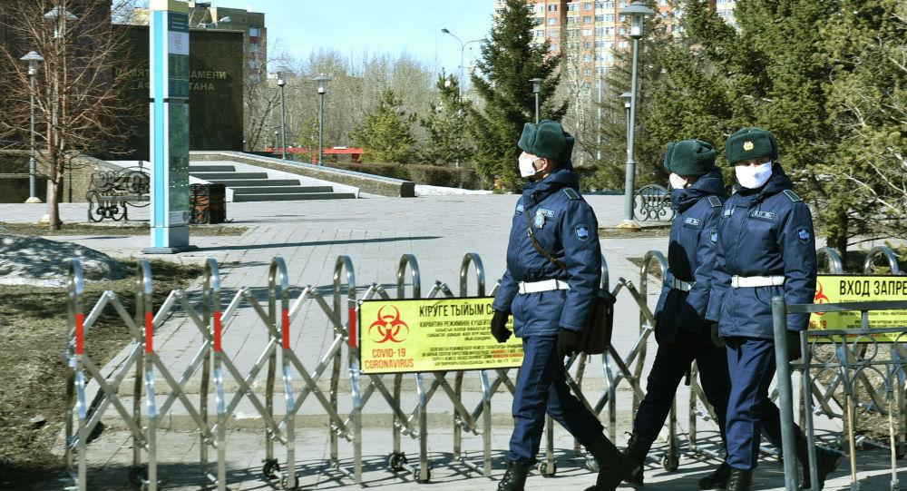 Служащие Национальной гвардии обеспечивают порядок в карантинном Нур-Султане