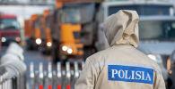 Блок бекеттегі полицей