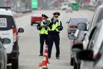 Алматы көшелерінде полицейлер көліктерді тексеріп жүр