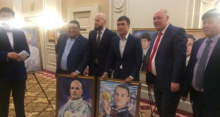 Василий Левит пен Дмитрий Баландиннің портреттері