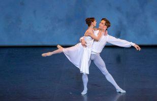 Момент выступления артистов  театра Астана балет