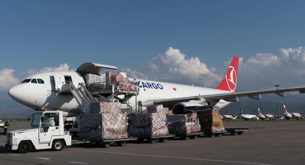В алматинский аэропорт прибыло полтонны лекарств из Турции