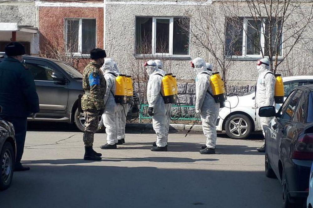 Призывники спецсборов дезинфицируют улицы в Петропавловске