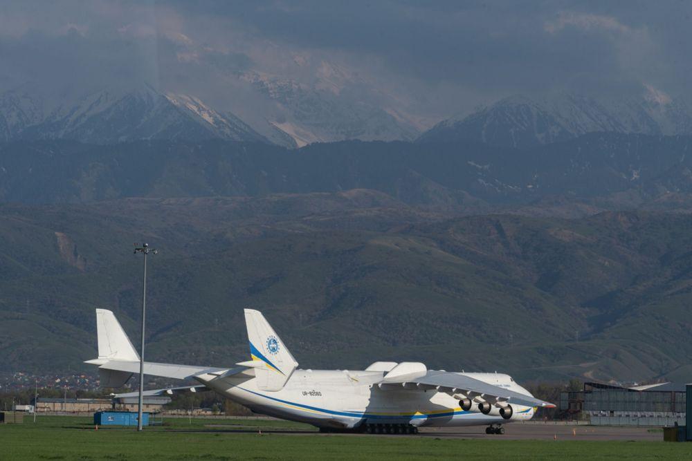 Самолеты в аэропорту Алматы