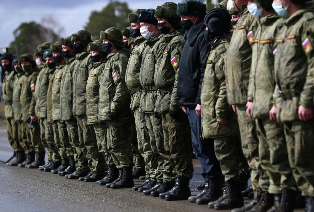 Солдаты в строю на репетиции парада Победы
