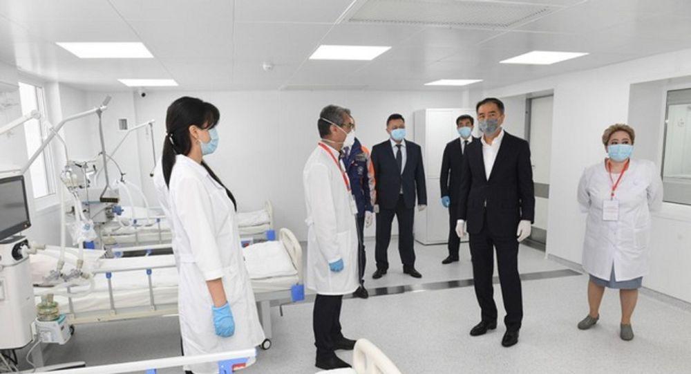 Аким Алматы осмотрел новый инфекционный госпиталь