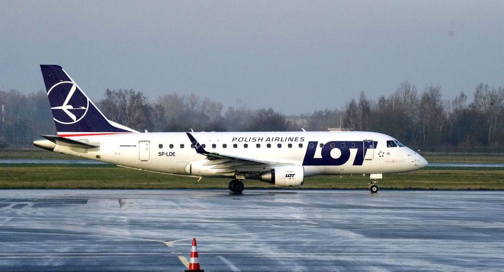 Polish Airlines  (LOT) әуекомпаниясының ұшағы