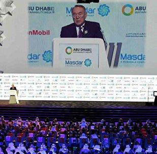 Қазақстан президенті Нұрсұлтан Назарбаев Абу-Дабиде өткен саммитте таза энергия мен жасыл технологиялар туралы баяндама жасады
