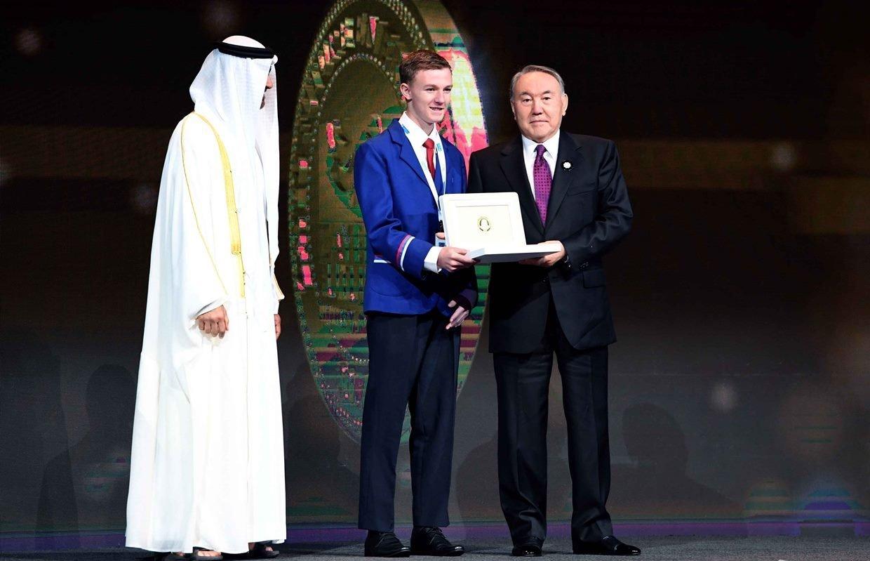 Нурсултан Назарбаев вручил международную премию в области энергии будущего Zyed Future Energy Prize