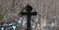 Зираттағы крест