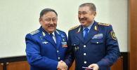 Глава МВД вручил Талгату Мусабаеву именной пистолет