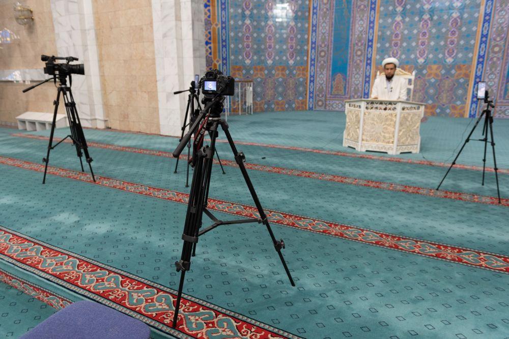 Онлайн-служба в центральной мечети Алматы во время карантина