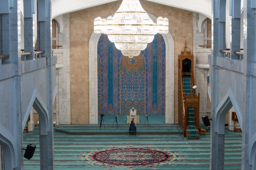 Онлайн-проповедь к празднику в центральной мечети Алматы во время карантина