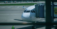 Самолет готовится к вылету, архивное фото