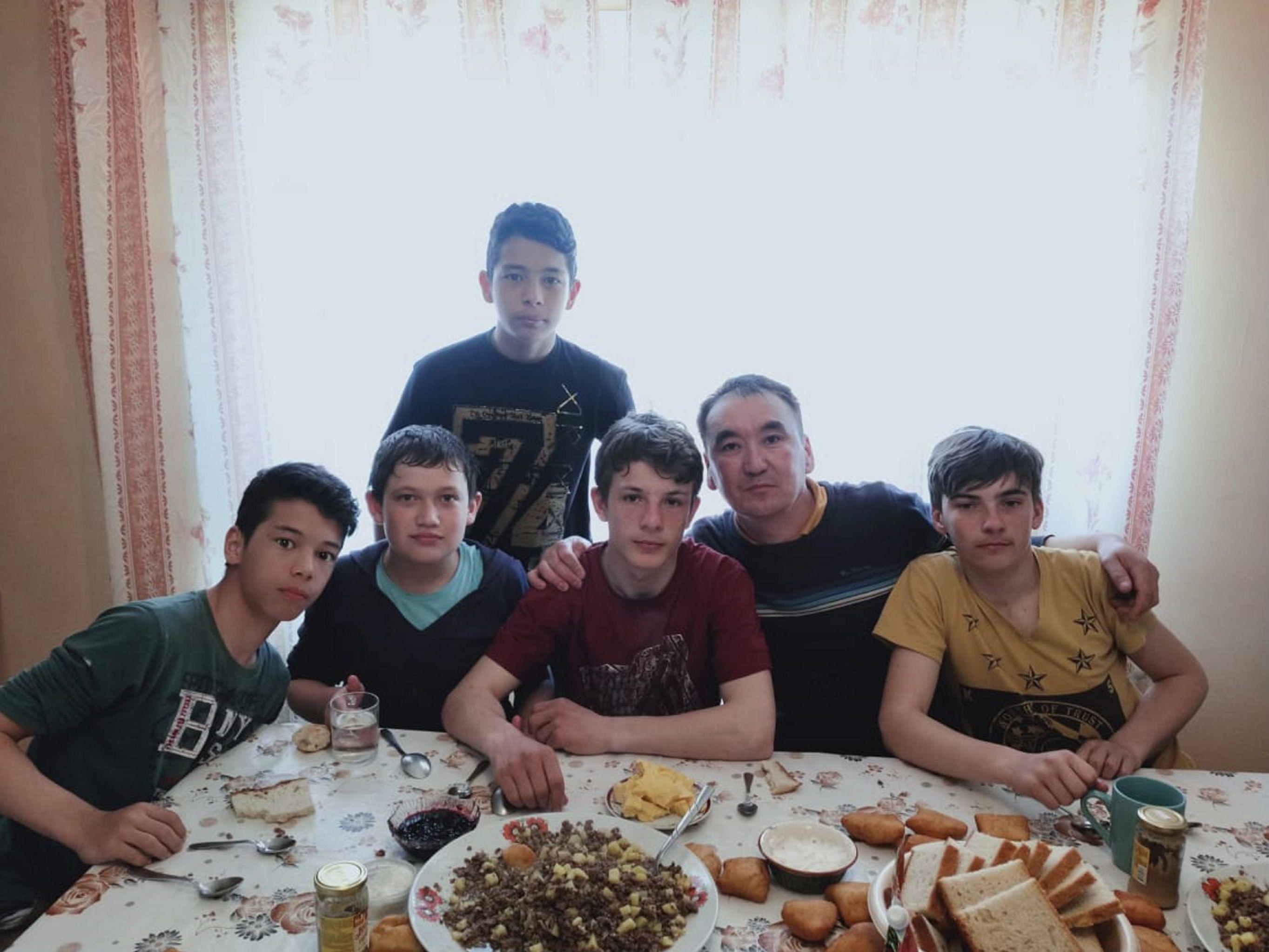 Мурат Кабылбаев с сыновьями