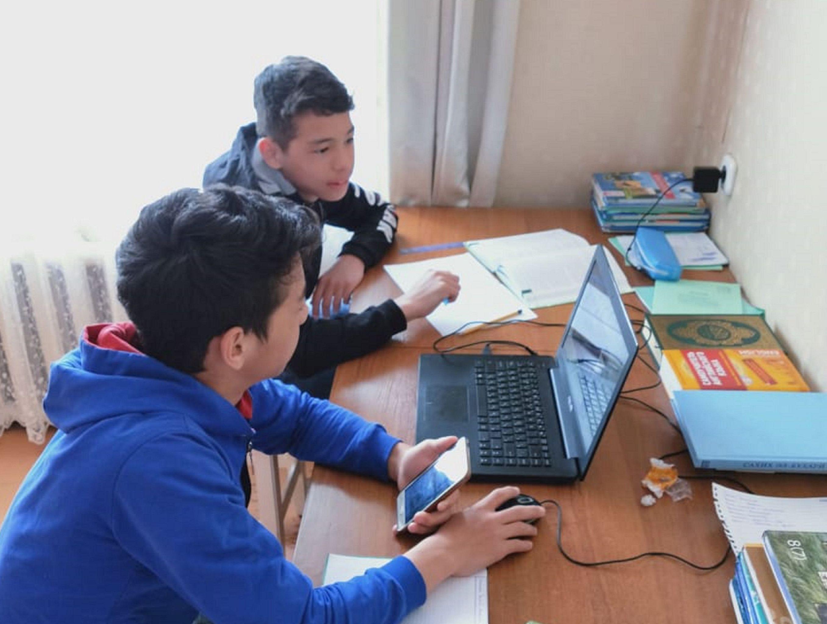 Дисциплина и взаимовыручка помогают детям в карантин учиться дистанционно