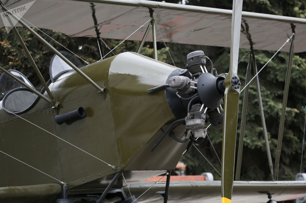 Полк 1941 жылдың қазан айында құрылды. Ал қыздар алғашқы жауынгерлік ұшуды По-2 ұшағымен 1942 жылдың 12 маусымында орындады, олардың ішінде жалғыз қазақ ұшқыш әйелі Хиуаз Доспанова бар.