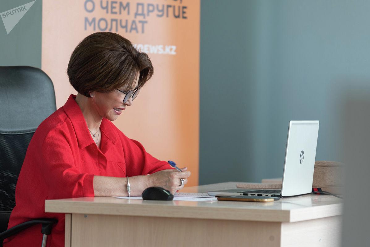 Казахстанская певица Роза Рымбаева