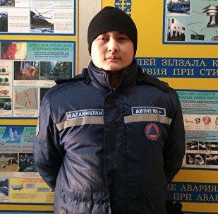 Спасатель спасательного подразделения ЦРАОСО КЧС МВД РК Данияр Данаев