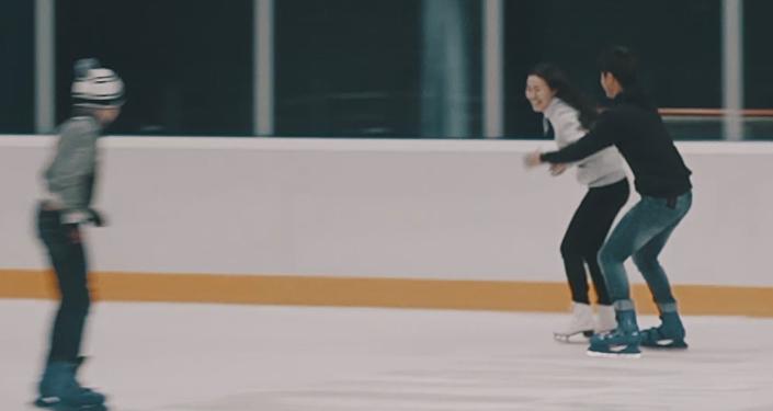 Қыз қуу на коньках