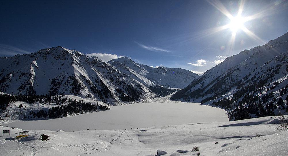 В горах близ Алматы, архивное фото