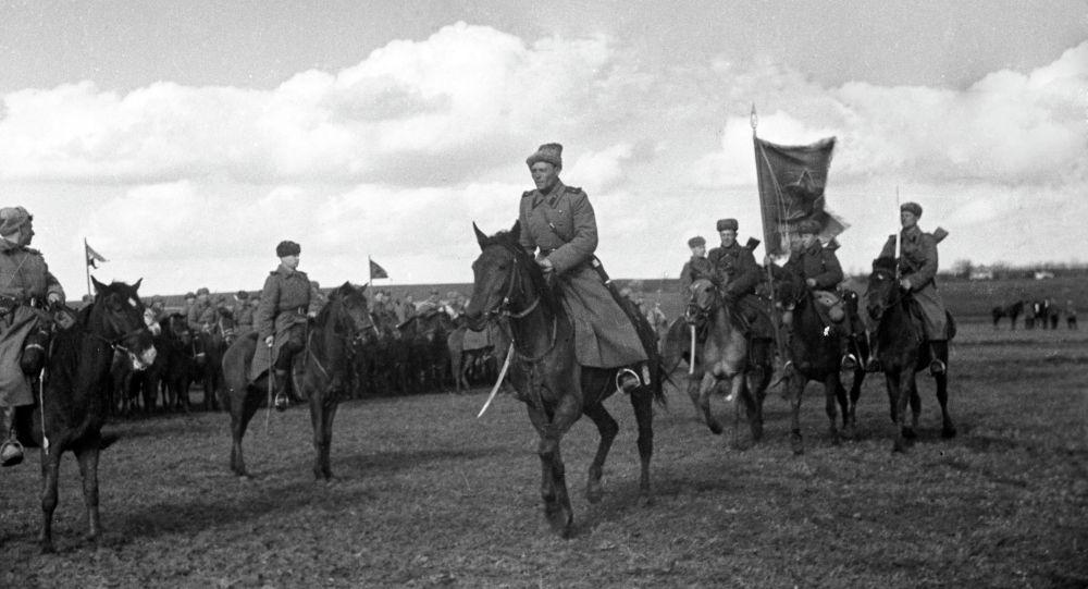 Великая Отечественная война 1941-1945 годов. Вынос знамени перед боем, архивное фото