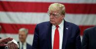 Президент США Дональд Трамп в защитных очках