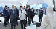 Токаев посетил центр мобильного скрининга по выявлению коронавируса в Алматы