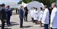 Касым-Жомарт Токаев с медиками, архивное фото