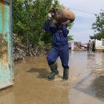 Спасатели помогают пострадавшим от подтопления в Мактааральском районе