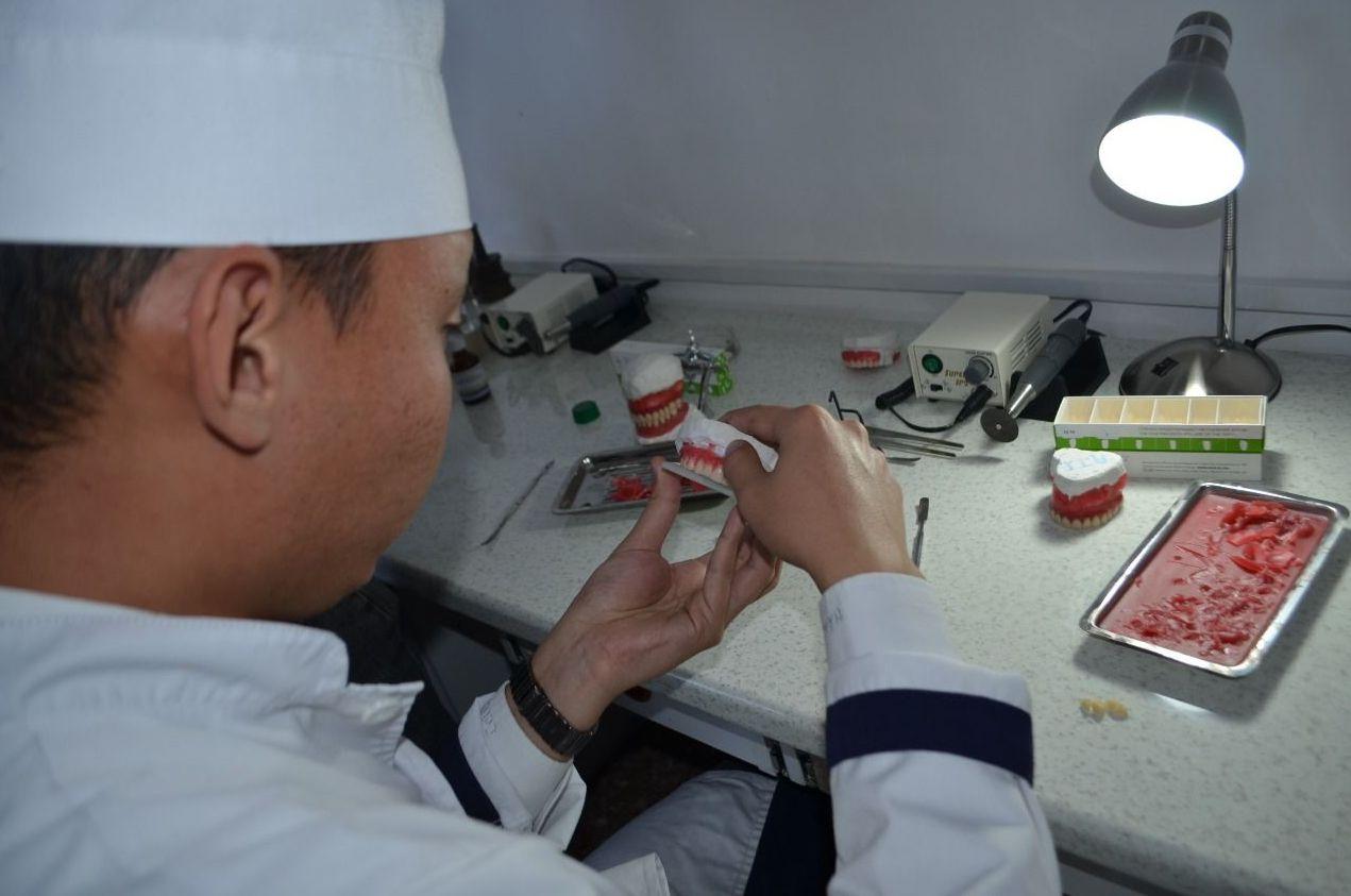 Алишеру Толепбекову – 20 лет, в 2020 году он оканчивает Высший медицинский колледж в городе Талдыкорган по специальности зубной техник