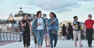 Жители Нур-Султана вышли на прогулку после ослабления карантина