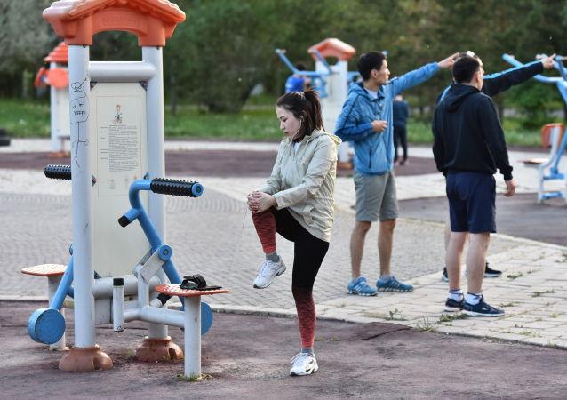 Астанчане тренируются в парке