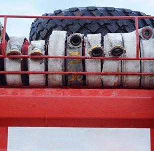 Архивное фото пожарных рукавов на пожарной машине