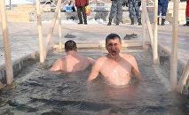 Вера и удаль: астанчане окунались в прорубь в праздник Крещения