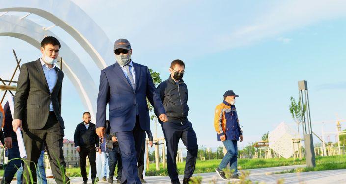 Аким Туркестанской области Умирзак Шукеев инспектирует ход работ по благоустройству Туркестана