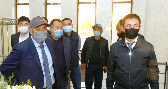 Умирзак Шукеев инспектирует работы по благоустройству Туркестана