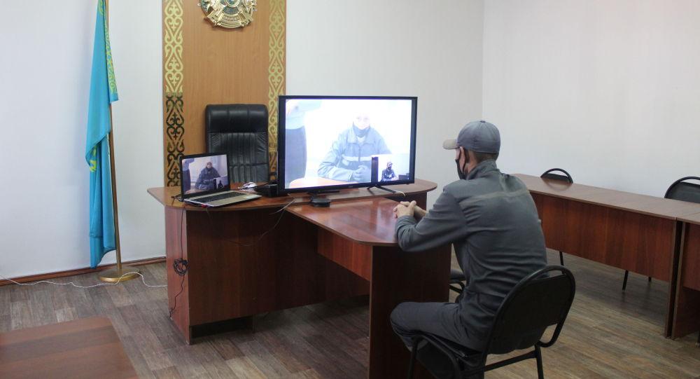 Брат и сестра смогли увидеться в онлайн-разговоре, сидя в тюрьме