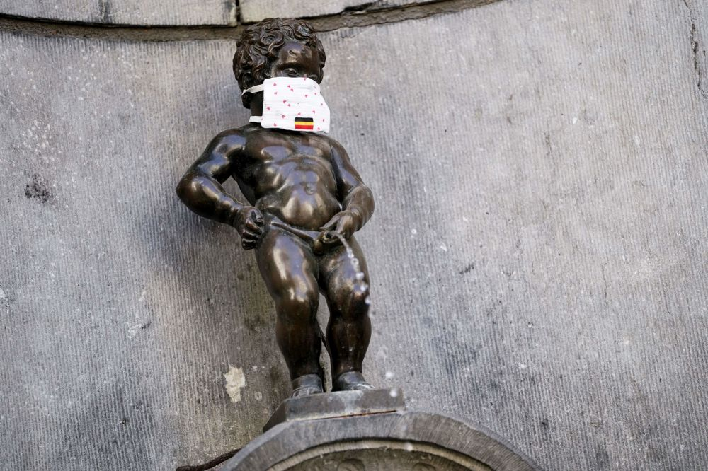 This picture taken on May 11, 2020 in Brussels shows a  face mask set on theManneken-Pis statue  to support the population invited to wear a mask in the public space, on the first day of a partial lifting of the lockdown introduced two months ago to fight the spread of Covid-19 disease caused by the novel coronavirus.