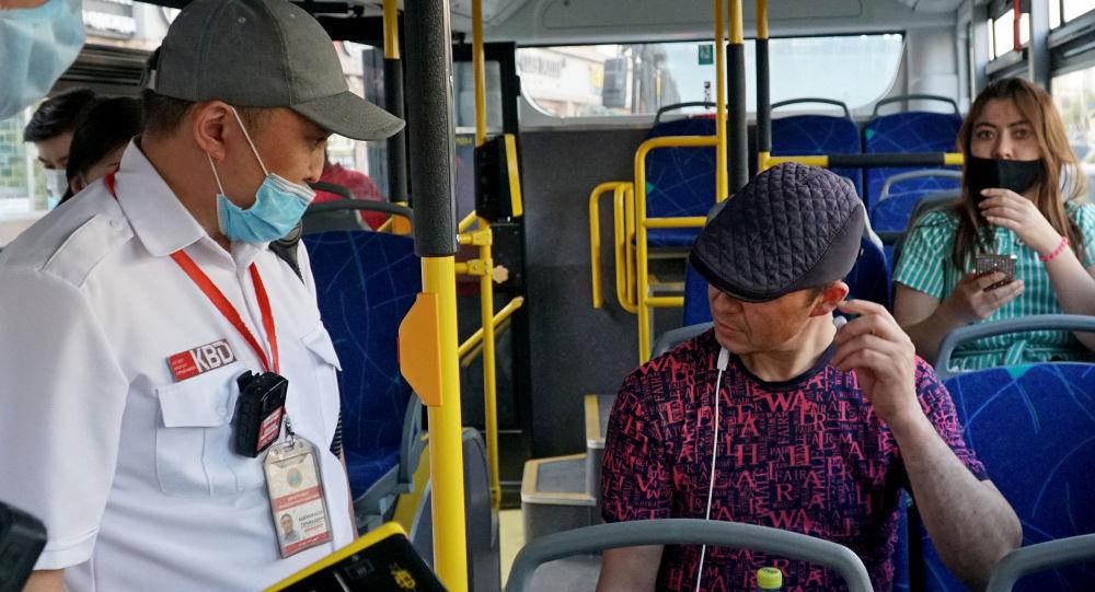 Проверка санитарных мер в автобусах