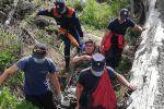 Один из спасенных туристов на реке Батарейка повредил ногу и не мог двигаться самостоятельно