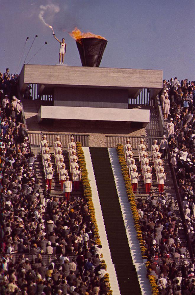 Зажжение Олимпийского огня в Токио 1964, архивное фото