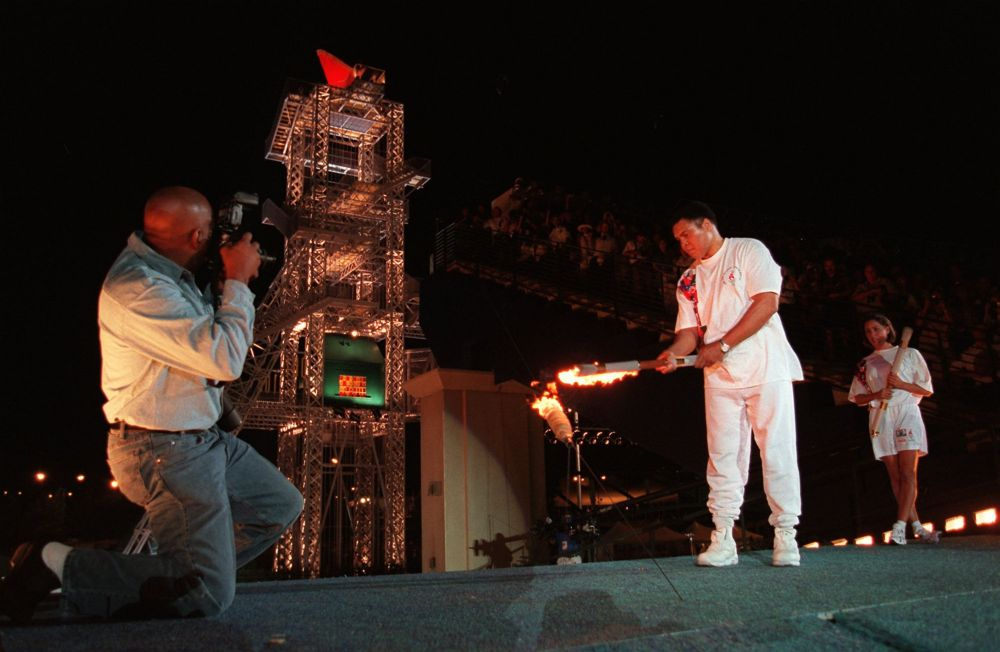 Зажжение Олимпийского огня в Атланте, 1996 год, архивное фото