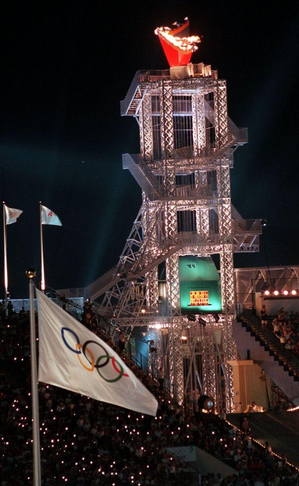 Чаша Олимпийского огня в Атланте 1996 год, архивное фото