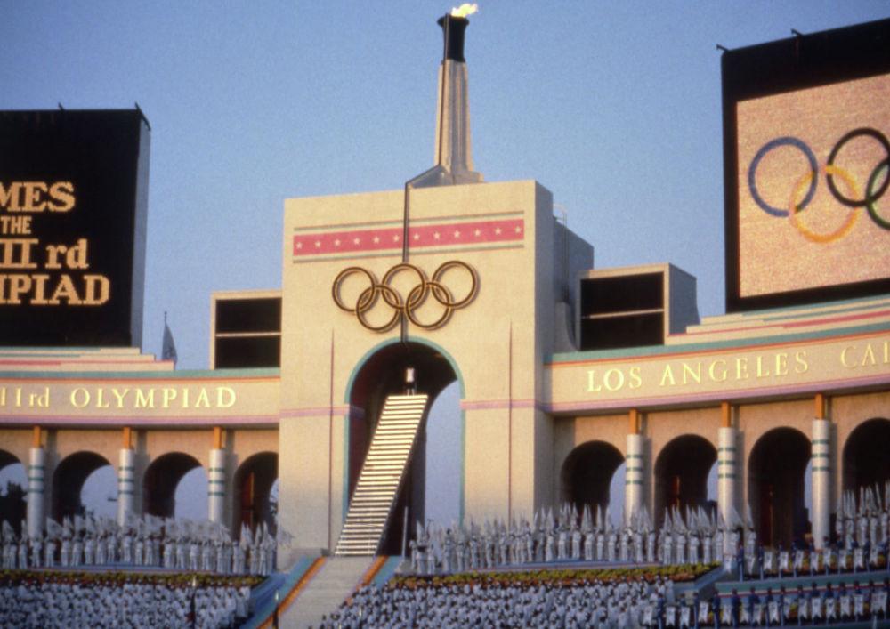 Чаша Олимпийского огня в Лос-Анжелесе, 1984 год, архивное фото